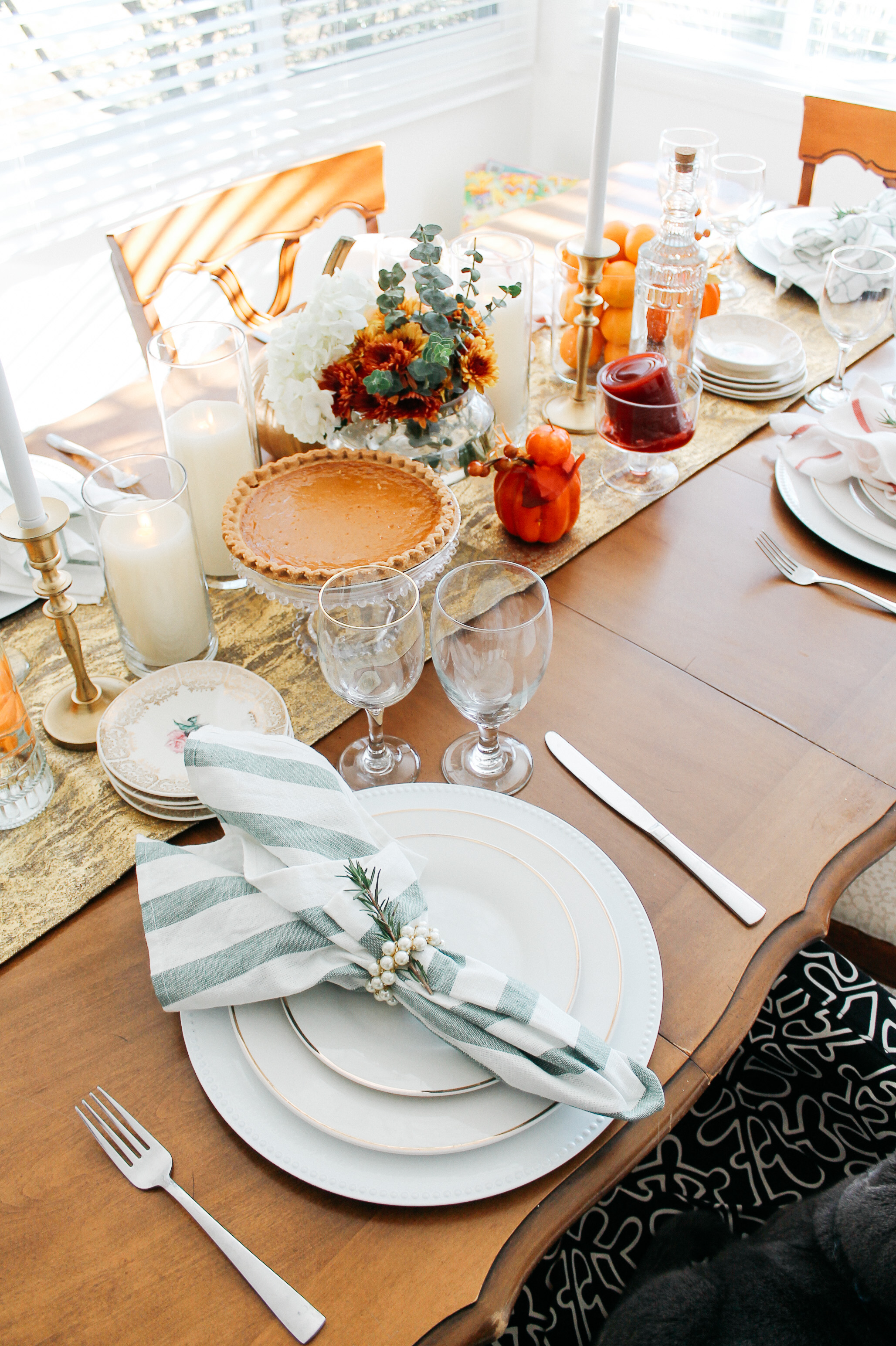 {Always Creating Blog // My Simple Thanksgiving Tablescape}